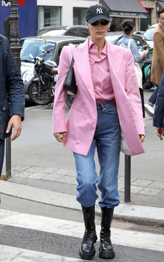 Белла Хадид в грубых ботинках, джинсах и пиджаке