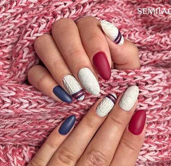 Вязаные элементы на белом фоне ногтей