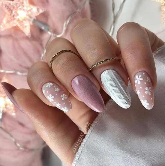 Объемные зимние элементы на белом фоне ногтей
