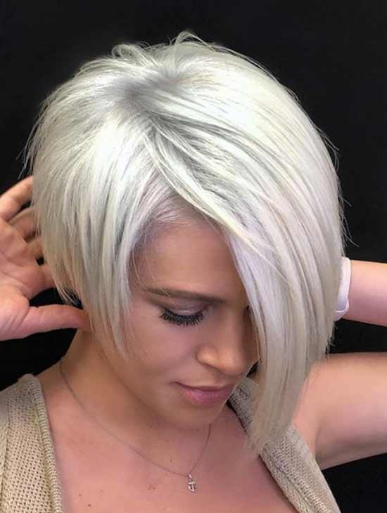 Блондинка с асимметричной стрижкой боб