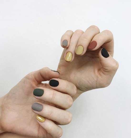 Все ногти отличаются по цвету