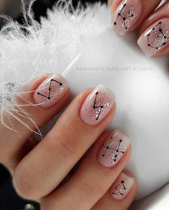 Нюдовый на короткие ногти с блестками и графикой