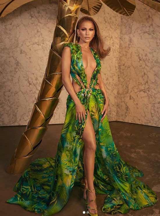 Дженнифер Лопес в платье Versace