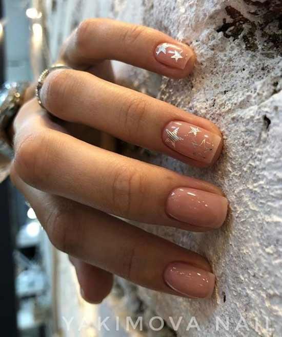 Бежево-серебристый дизайн ногтей