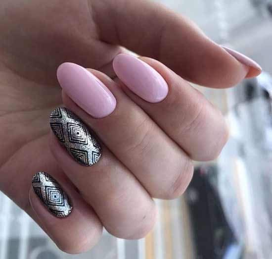 Серебряный рисунок на ногтях стемпингом