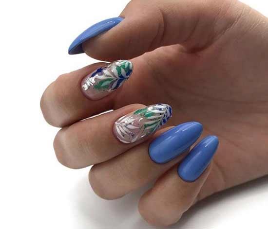 Голубой маникюр с серебряными листиками
