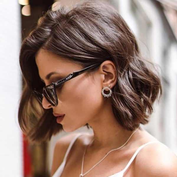 Каре средней длины на волнистые волосы