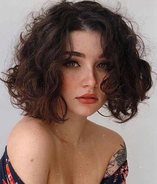 Кудрявые волосы стрижка по плечи с естественной укладкой