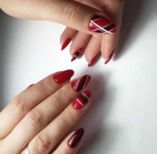 Бордово-красный маникюр геометрия