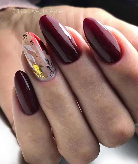 Дизайн бордовых ногтей фольгой