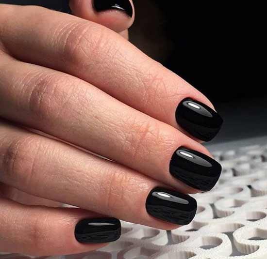 Модный маникюр одним черным цветом
