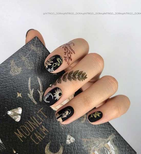 Стемпинг на коротких ногтях в черном цвете
