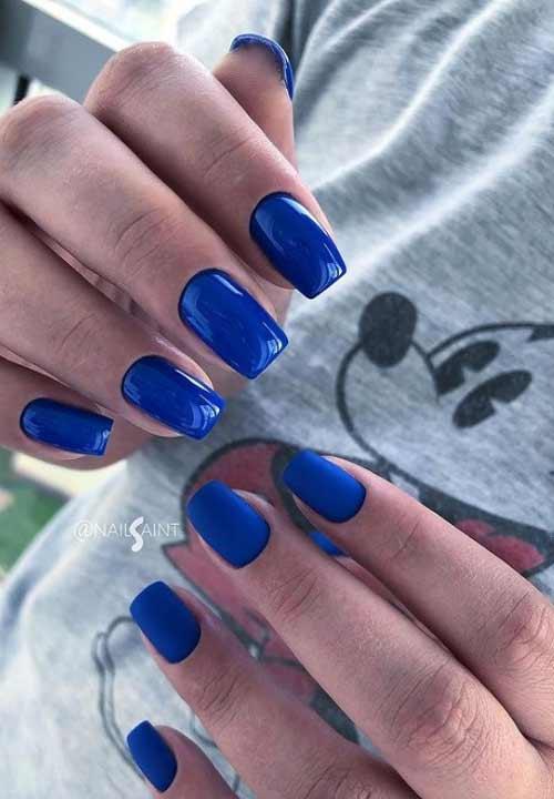 Синий матовый на коротких ногтях