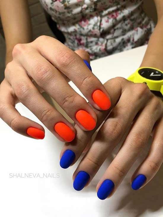 Маникюр разные руки с синим