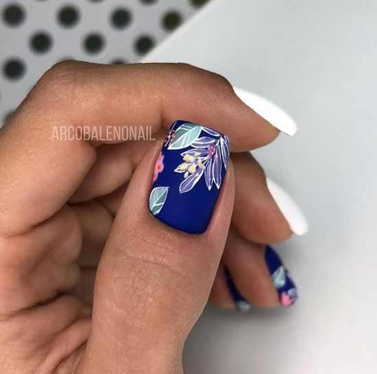 Матовый очень красивый синий цвет в маникюре