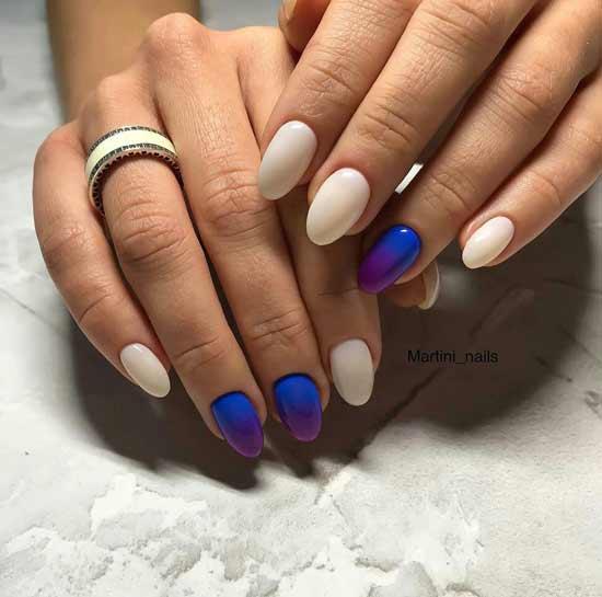 Синий градиент на ногтях дизайн