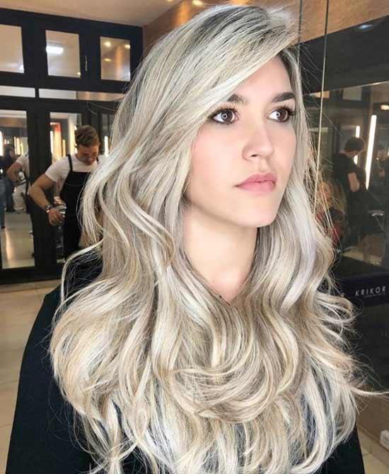 Длинные светлые волосы и челка на одну сторону
