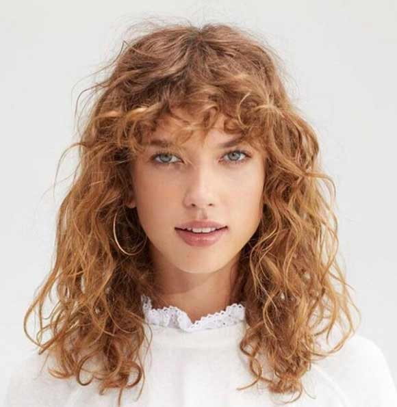 Стрижка с челкой на кудрявые волосы