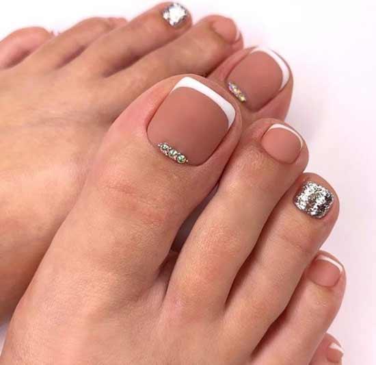 Матовый френч дизайн ногтей ног