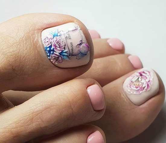 Разный дизайн пальчиков ног