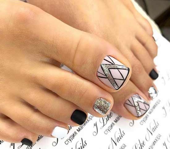 Матовый с блестками дизайн ногтей ног