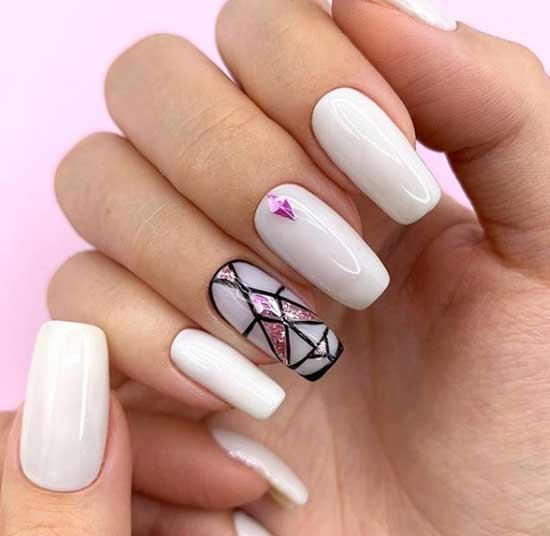 Геометрия на молочного цвета ногтях