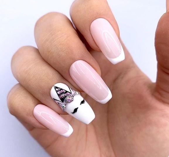 Геометрический единорог на ногтях