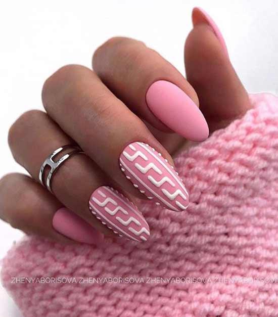 Розовый маникюр с геометрией