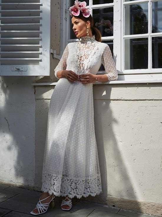 Белоснежное платье с ажурными вставками