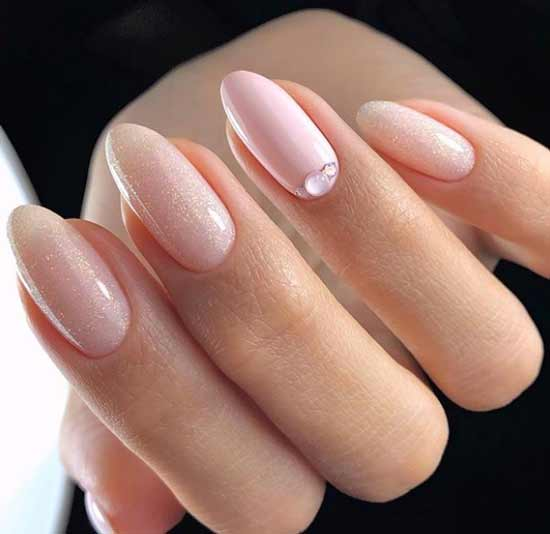 Невесомый нежный дизайн длинных ногтей