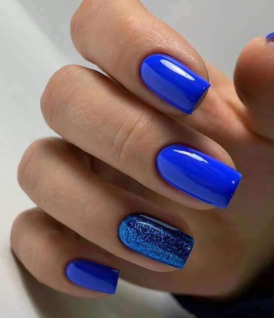 Красивый синий маникюр гель-лаком
