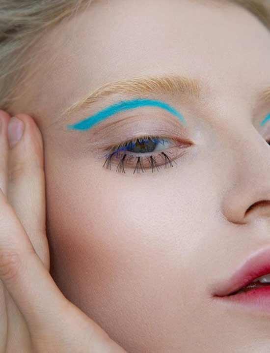 Тренд макияжа на обесцвеченные брови