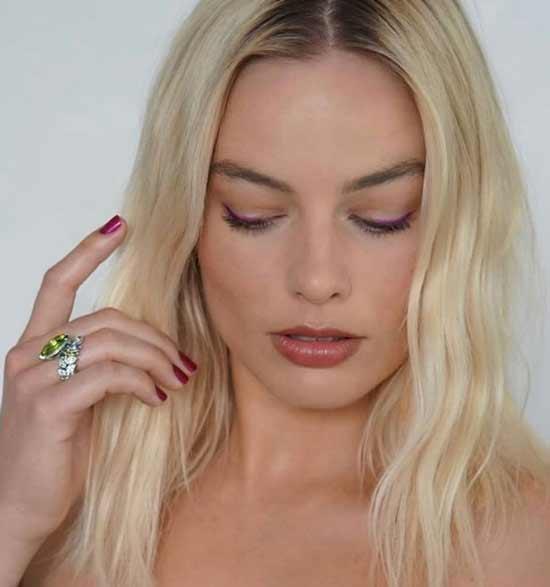 Цветные стрелки -тренд макияжа 2020