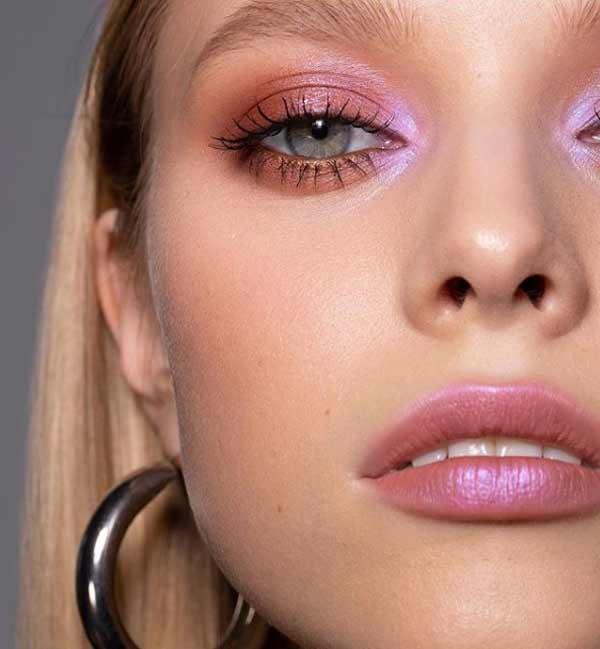 Модный макияж с розовыми акцентами
