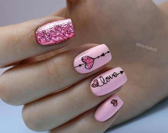 Маникюр розовый с сердечком