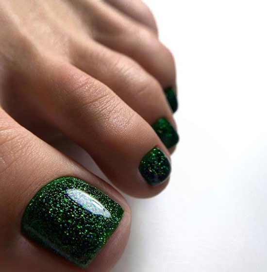 Зеленый педикюр с блестками