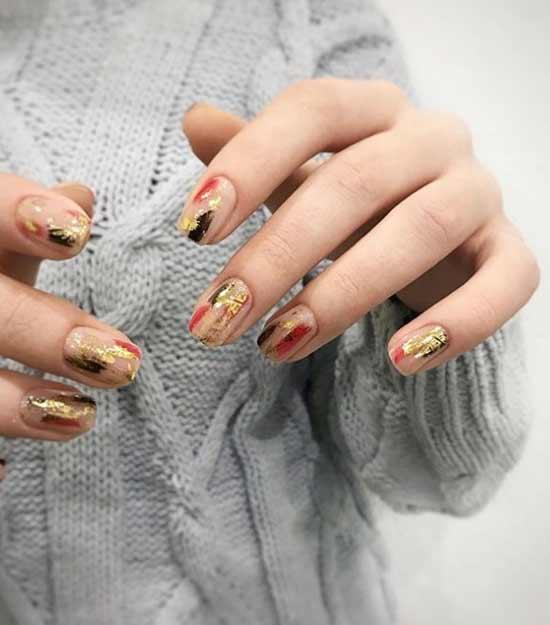 Дизайн ногтей мазки кистью и фольга
