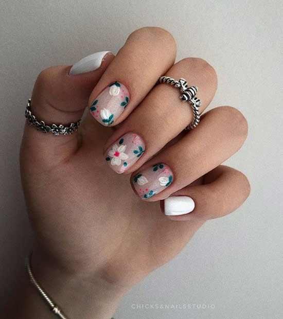 Белый с цветочками
