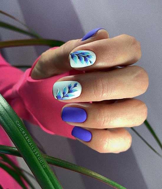 Фиолетовый маникюр с веточкой