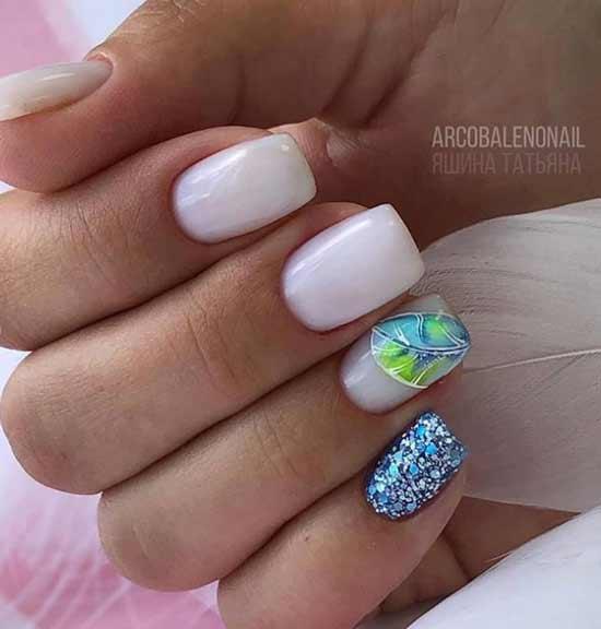 Молочный с мятным сочетание на ногтях