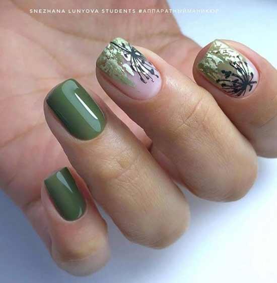 Маникюр с зеленой фольгой