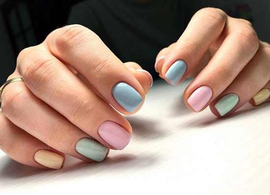 Разноцветный маникюр с мятным