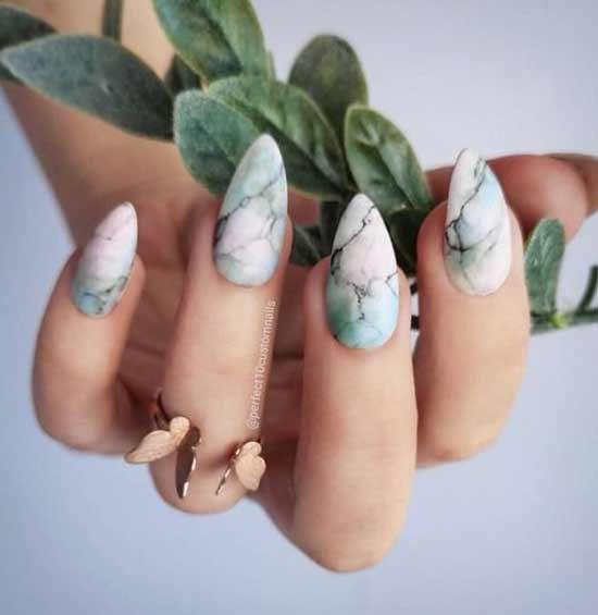 Мятного цвета мраморный дизайн ногтей
