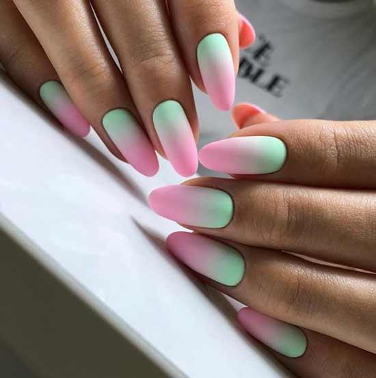 Мятно-розовый градиент на ногтях фото