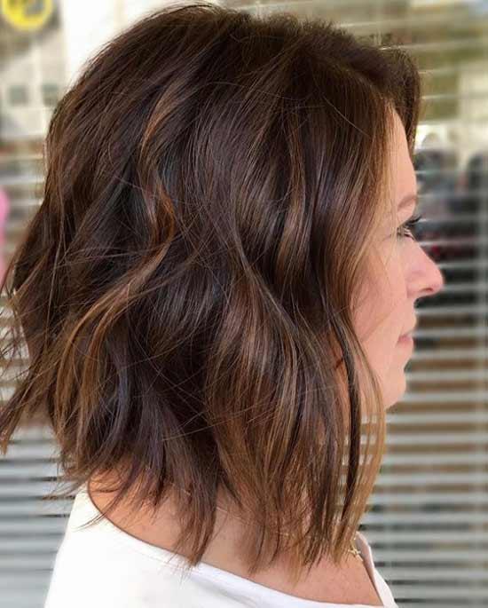 Короткие волосы модное окрашивание в коричневый