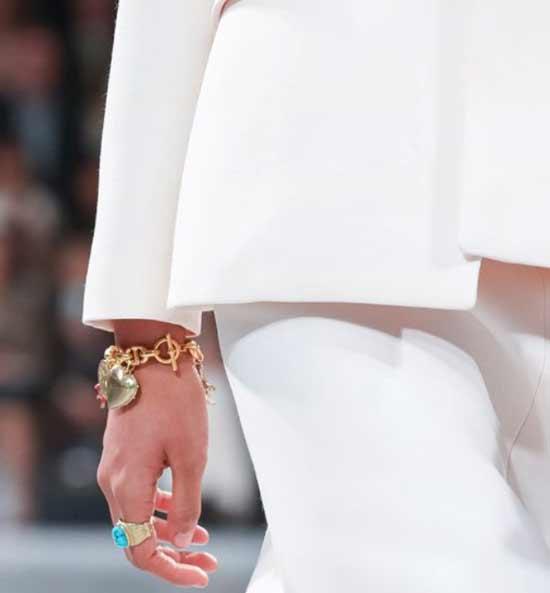 Модные браслеты на руку