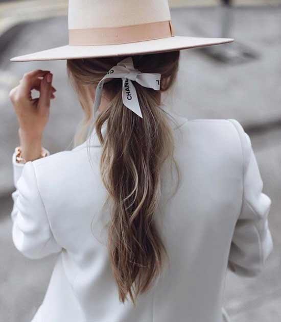 Укладка хвост с шелковой лентой