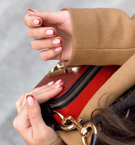 Красные улыбки на короткие ногти