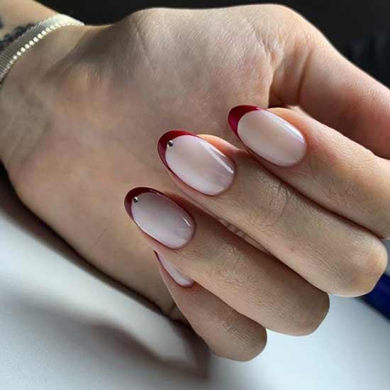 Красный французский нейл-арт овальная форма ногтей