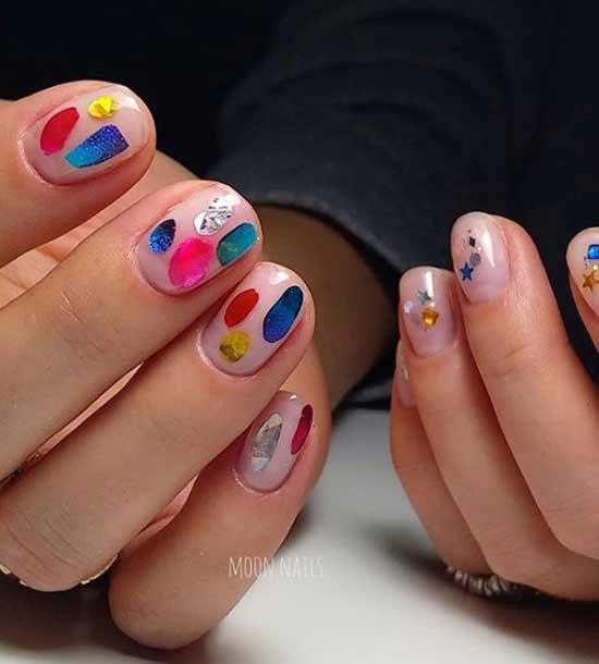 Дизайн мазки на короткие ногти